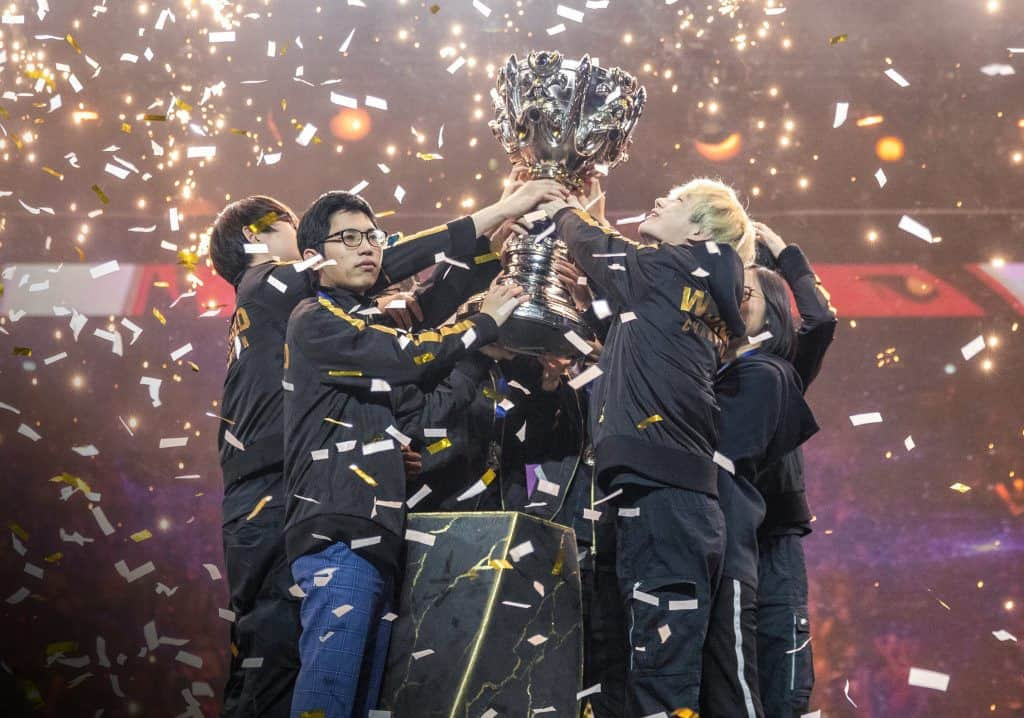 League of Legends World Champions lift the trophy